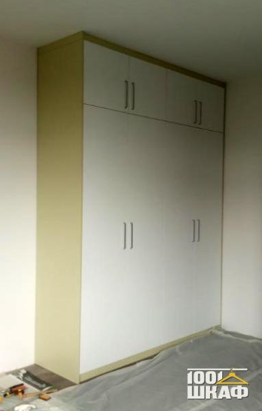 Распашной шкаф с антресолью