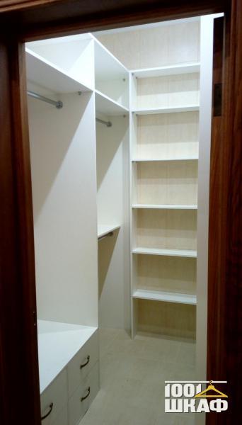 Встроенная мебель в гардеробную комнату