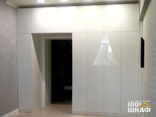 П-образный шкаф белого цвета