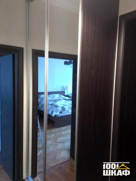 Зеркальный шкаф купе, 2-х дверный, с наполнением.