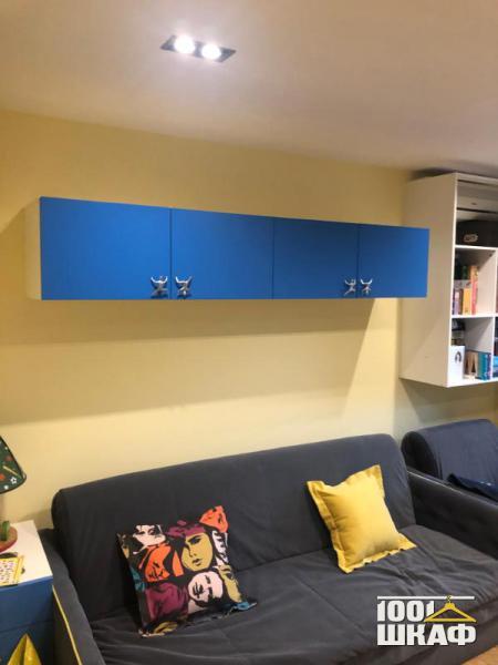 Навесной шкаф синего цвета