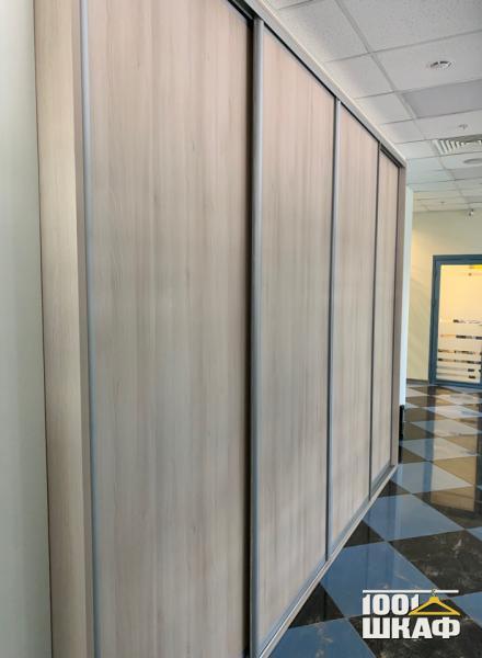 Вместительный 4-х дверный шкаф-купе