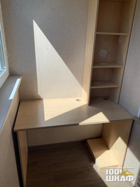 Письменный стол и стеллаж на лоджию