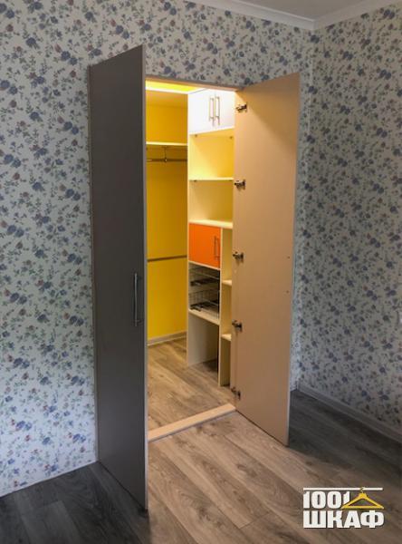 Мебель для гардеробной комнаты встроенная