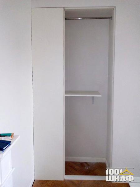 Встроенный узкий шкаф-купе