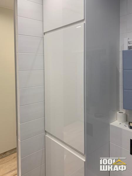 Белый встроенный шкаф технического назначения