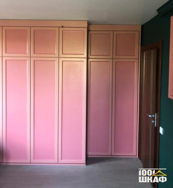 Распашной шкаф в классическом стиле от производителя.