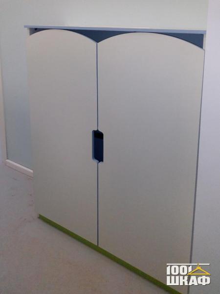 Встроенный шкаф с фигурными фасадами