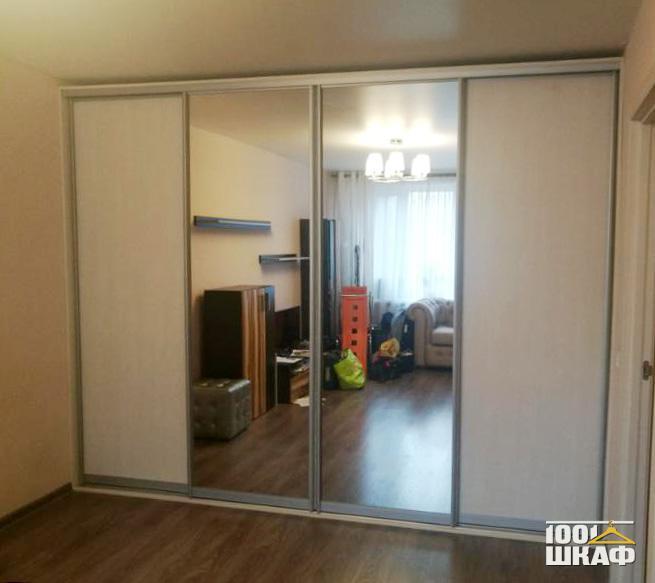 4-х дверный шкаф-купе, декорированный зеркалом