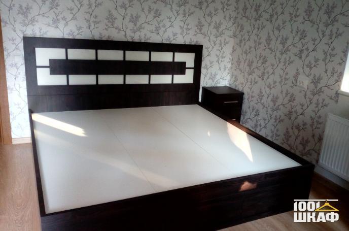 Кровать в цвете венге