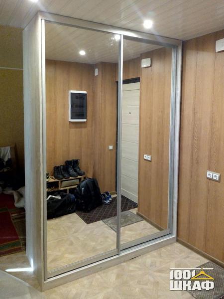 Зеркальный шкаф-купе