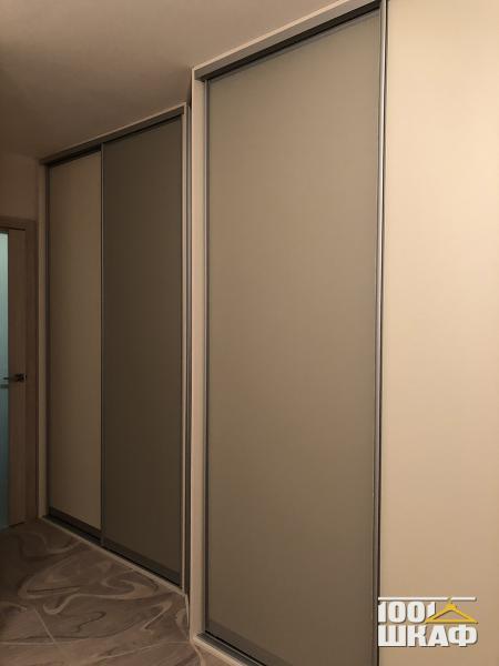 Вместительный шкаф-купе встроенный, 2-х уровневый