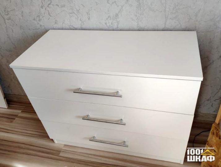 Комод с выдвижными ящиками белого цвета