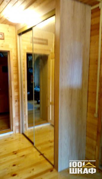 Зеркальный шкаф купе для загородного дома