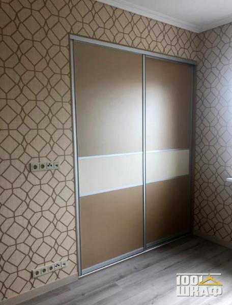 Комплект декорированных встроенных шкафов купе