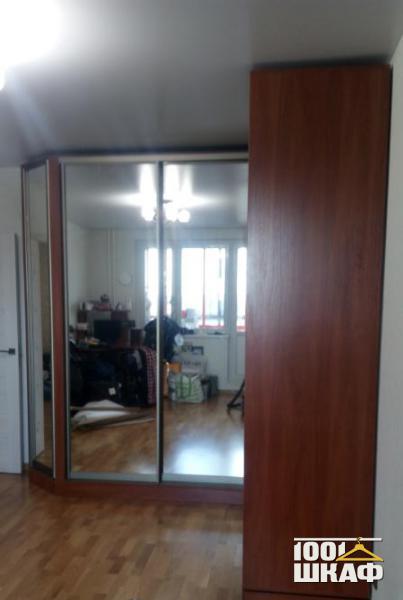 Угловой зеркальный шкаф-купе