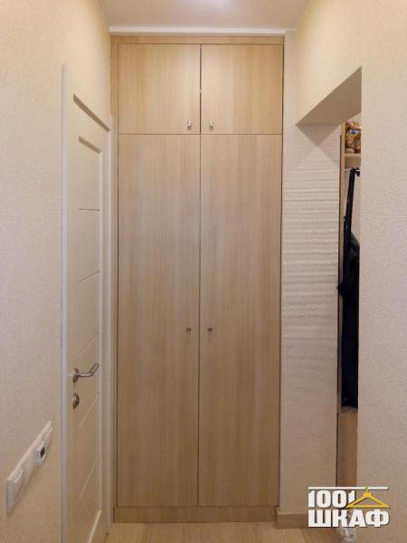 Встроенный распашной шкаф с антресолью