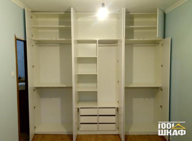 Вместительный корпусный шкаф на заказ