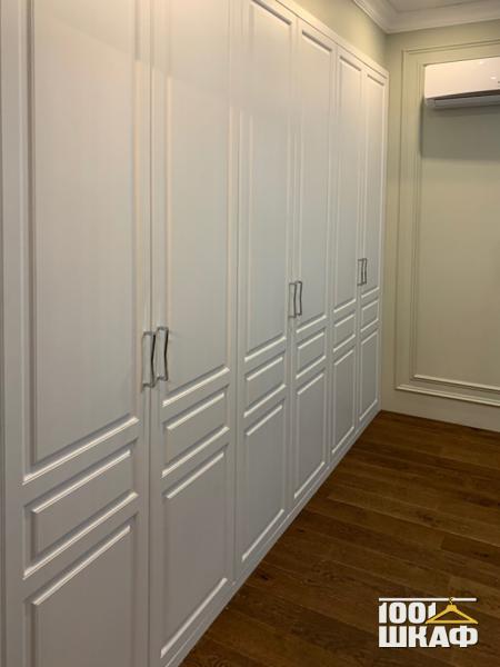 встроенный распашной шкаф с наполнением