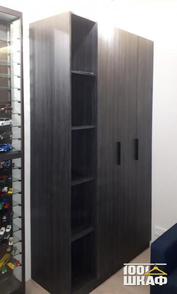 черный шкаф с распашными фасадами на заказ