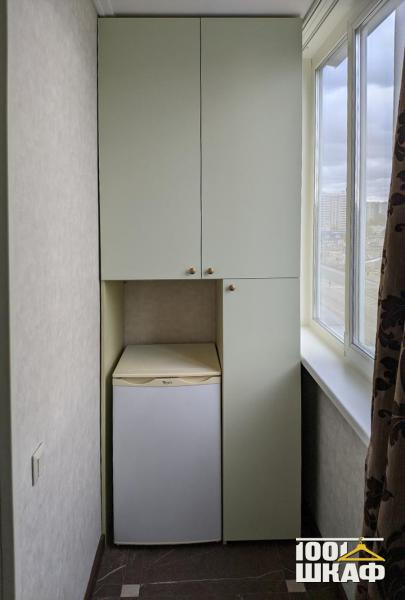 Вместительный шкаф на лоджию