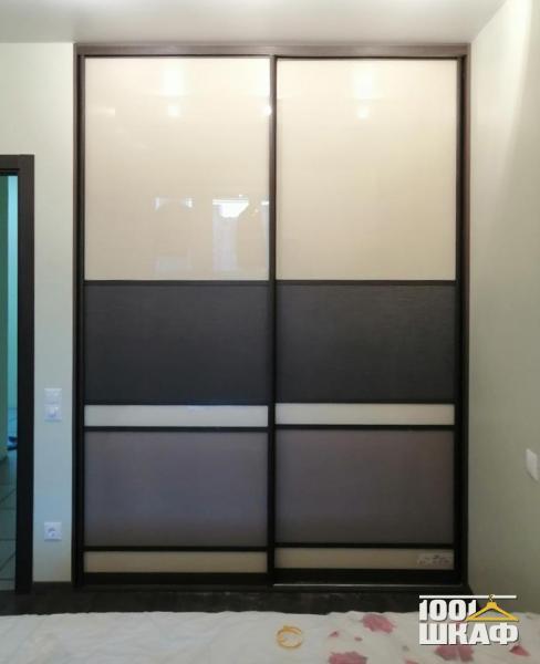 Встроенный шкаф-купе с комбинированными фасадами