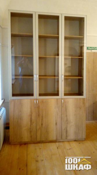 книжный шкаф с витринами на закзаз