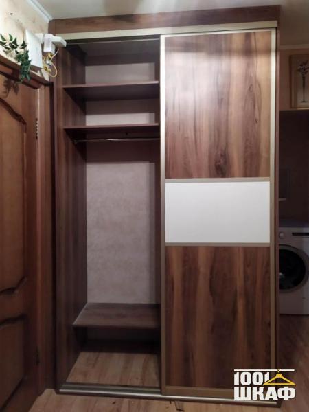 Яркий шкаф-купе для современного интерьера