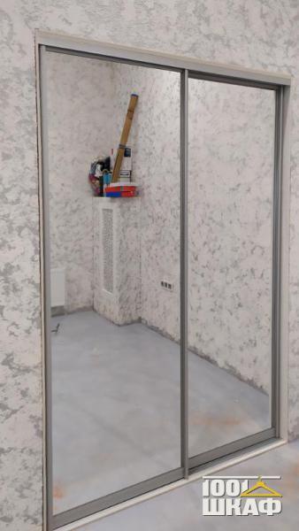 Вместительный 2-х дверный шкаф-купе встроенный