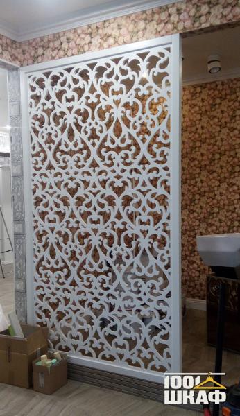 Стеновая панель. Резная белая панель для декорирования и зонирования помещения.