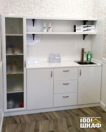 Многофункциональная мебель белого цвета