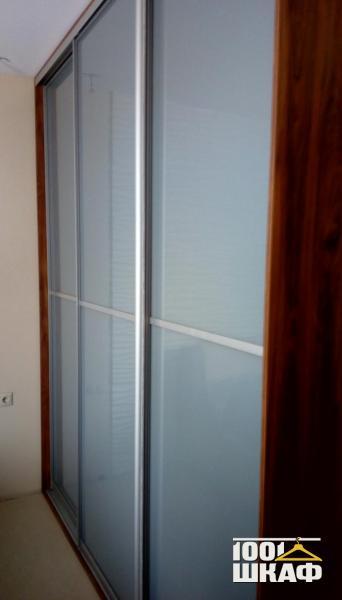 Шкаф-купе для спальни декорированный