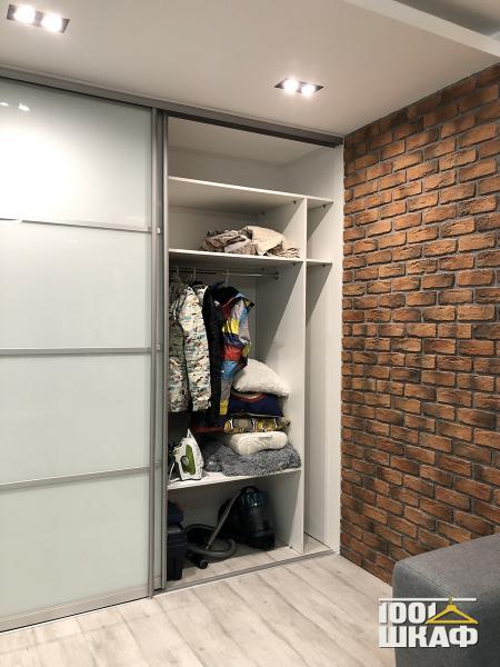 Вместительный шкаф-купе в стиле лофт