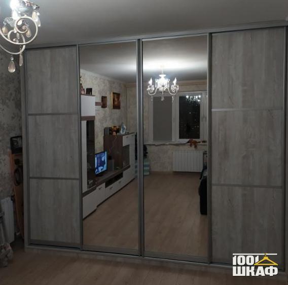 Стильный шкаф-купе с зеркальными фасадами