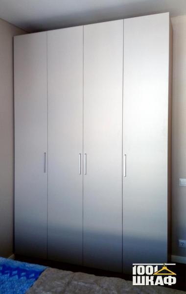 Распашной шкаф белого цвета на заказ