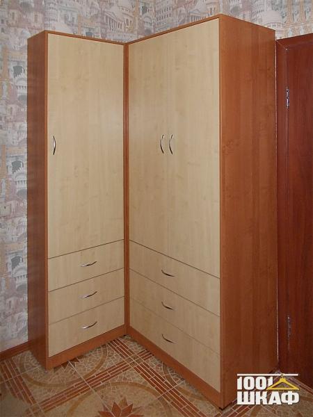 Угловой распашной шкаф