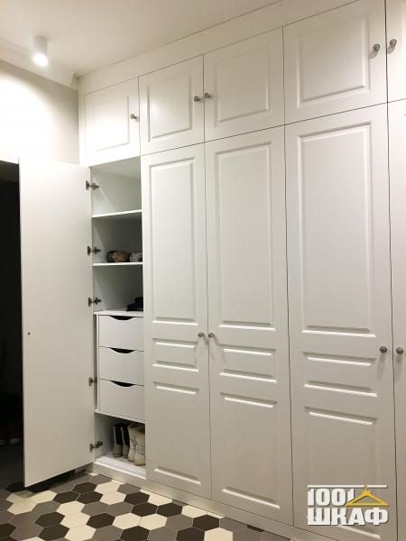 Вместительный шкаф в прихожую